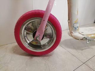 patinete Hello Kitty rosa