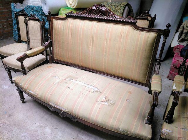 sofá de caoba