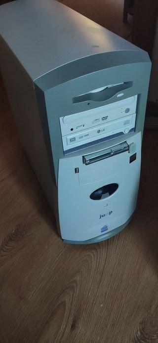 Torre de pc con Windows XP