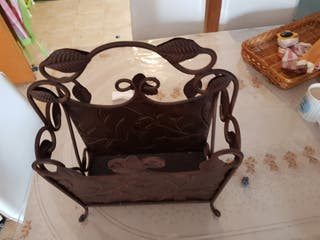 cesta periódicos metálica antigua