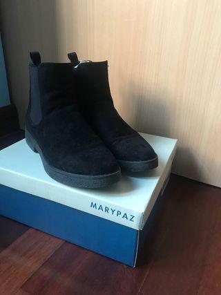 Botines negros de terciopelo de Marypaz