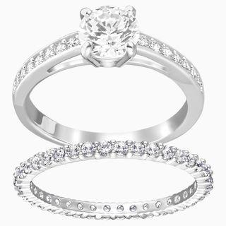 Set de anillos de matrimonio.