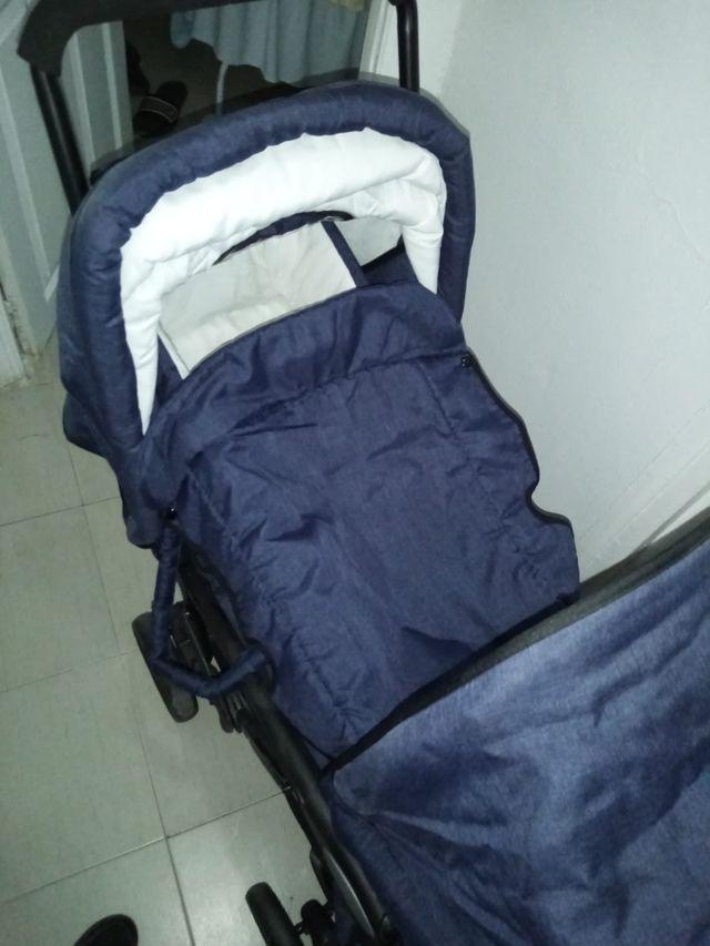Se vende carrito gemelar que sive para bebe y un b