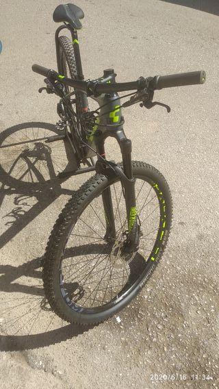 bicicleta carbono rígida de aíre CUBE REACTION C62