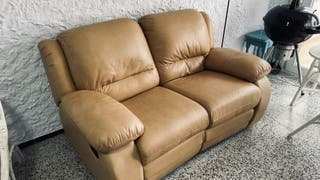 Sofa piel 2 plazas reclinable en L'Escala
