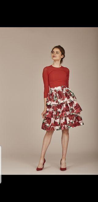 Conjunto de falda y top invitada de rojo NUEVO