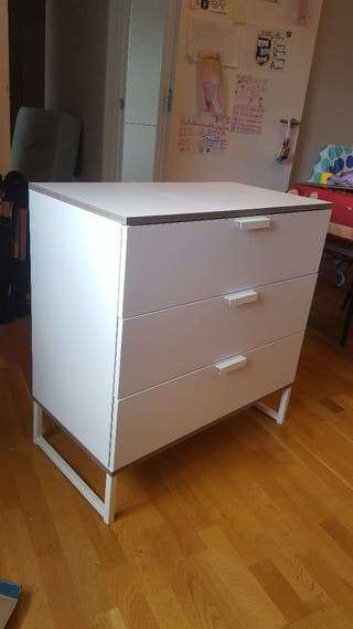 Chest of 3 drawers .