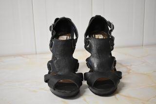 Sandalia tiras negras