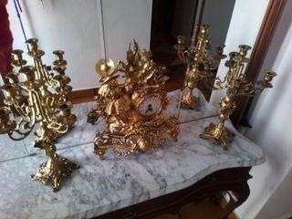 juego de reloj y candelabros