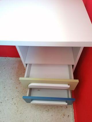 Cama nido, escritorio y estantería