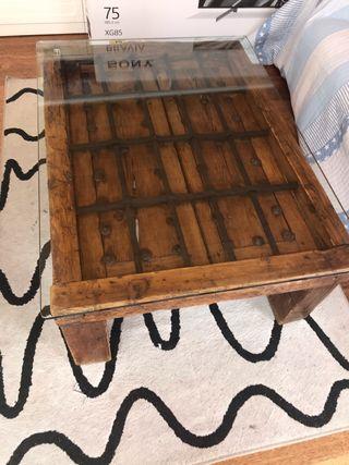 Mesa de madera ventana antigua verdadera segoviana