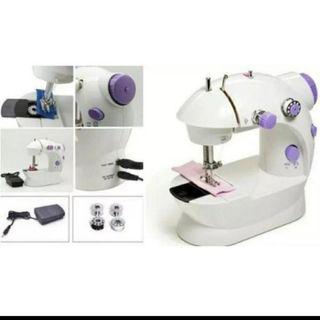 máquina de coser nueva con pedal