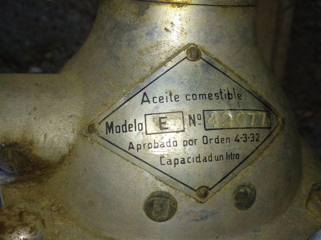 Antiguo surtidor de aceite
