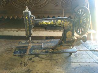 Maquina de coser singuer