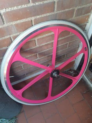 rueda trasera fixie rosa de palos