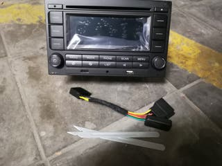 Radio de coche RCN210
