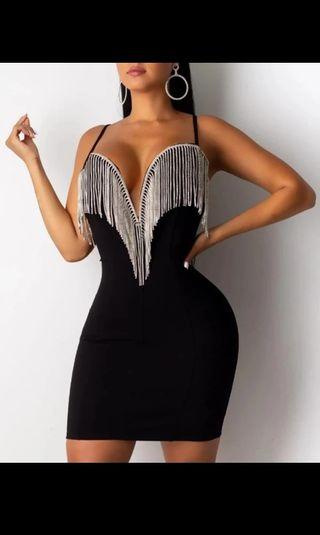 vestido negro de piedras