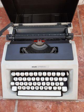 Máquina de escribir oliveti 40