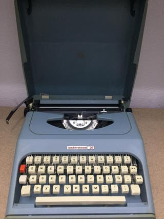 Antigua maquina de escribir Underwood 26