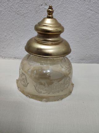 Lámpara de techo de latón con su globo