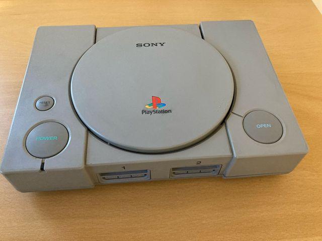 Playstation 1 + juegos y 2 mandos