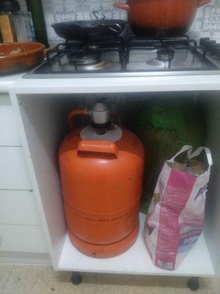mueble de horno y cocina de gas con menos de un añ