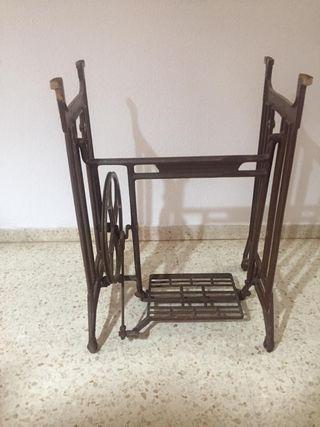 Antiguos pies de maquina de coser REFREY