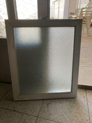 Ventana fija. Aluminio y cristal