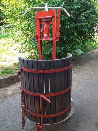 Prensa de uva con cabezal hidraulico