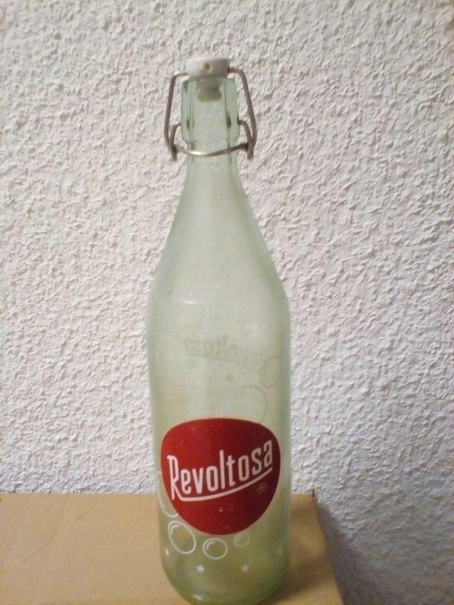 Botella de gaseosa la revoltososa