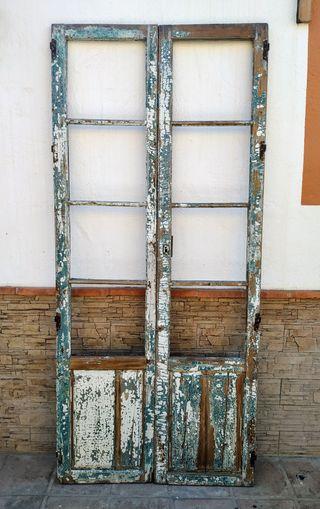 pareja de puertas antiguas sólo uso decorativo