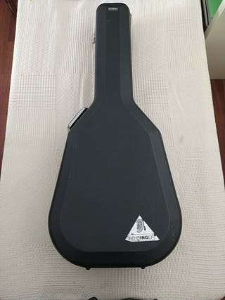 Maleta de guitarra de la marca Yamaha