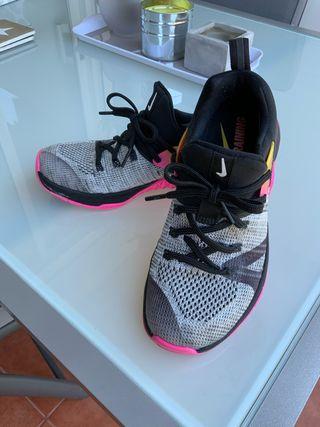 Zapatilla Nike Metcon Flyknit 3 talla 35.5