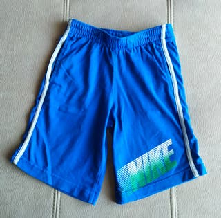 Pantalón corto de niño. Marca Nike.