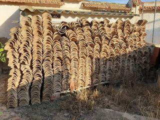 teja árabe (cañón) y teja alicantina.