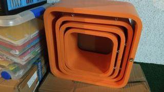 Estantes pared cubo naranja