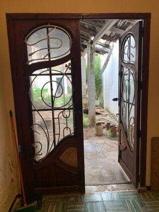 Puertas madera modernistas