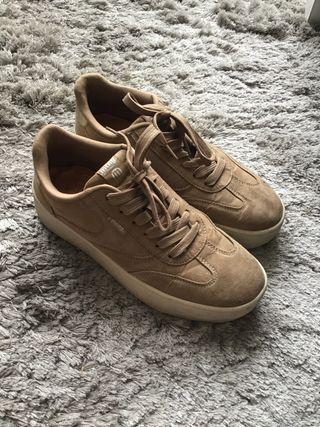 Zapatos beige con plataforma