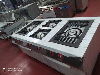 Cocina industrial con horno y paellero