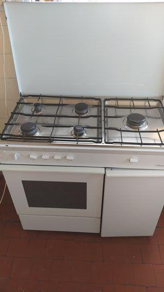 Cocina de gas butano de 5 fuegos y horno Balay