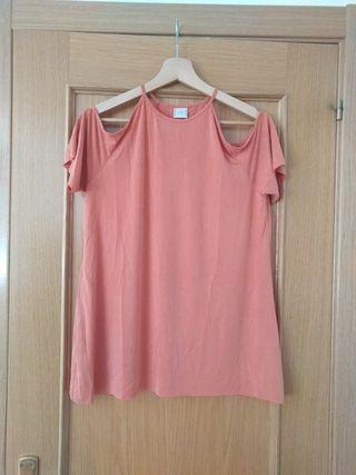 Camiseta off shoulder Zara