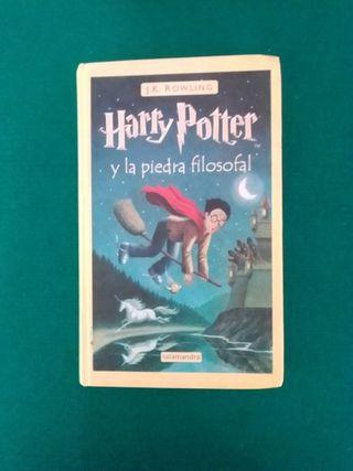 """Harry Potter y la piedra filosofal"" J.K. Rowling"