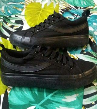 Zapatillas deportivas/skate negras 37