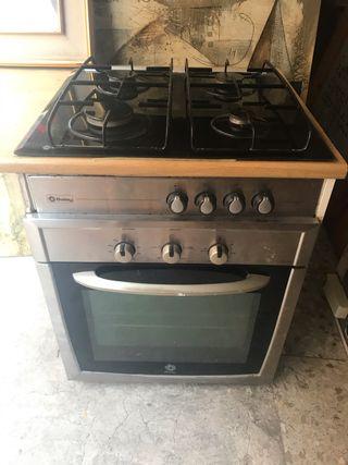 Cocina. Encimera gas con horno BALAY