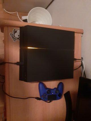 PS4 con mando y tres juegos