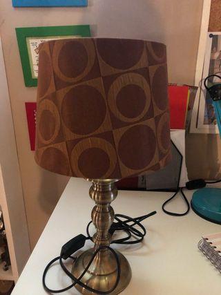 Lámpara de sobremesa dorada