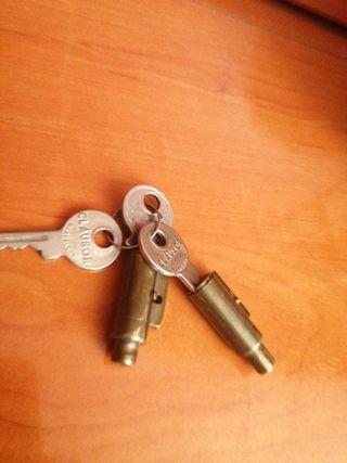 dos bonbines antiguos con sus llaves