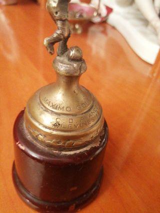 trofeo de fútbol del año 1971 antiguo