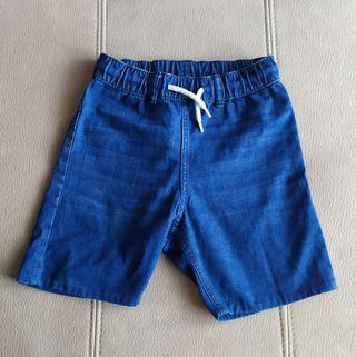 Pantalón corto vaquero. Talla 7-8 años.