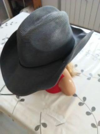 sombrero tipo cowboy